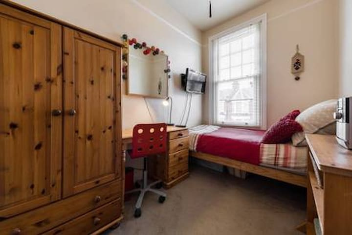 Single room in friendly family home