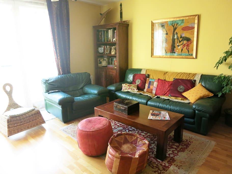 Le salon, lumineux et si confortable!