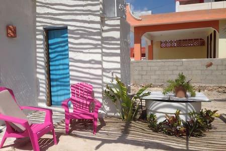 CASA AMPLIA, FRESCA Y ACOGEDORA - Telchac Puerto