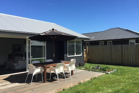 Sunny new home with great open living. - Lower Shotover