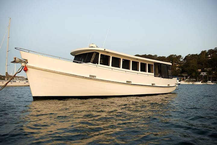 Stay on a 60ft Luxury Cruiser - Palm Beach - Barco