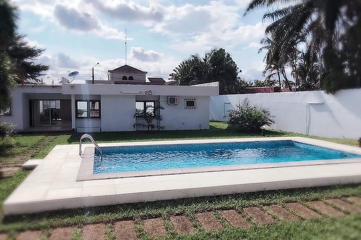 SUPERBE villa, piscine et jardin  COCODY 2PLATEAUX