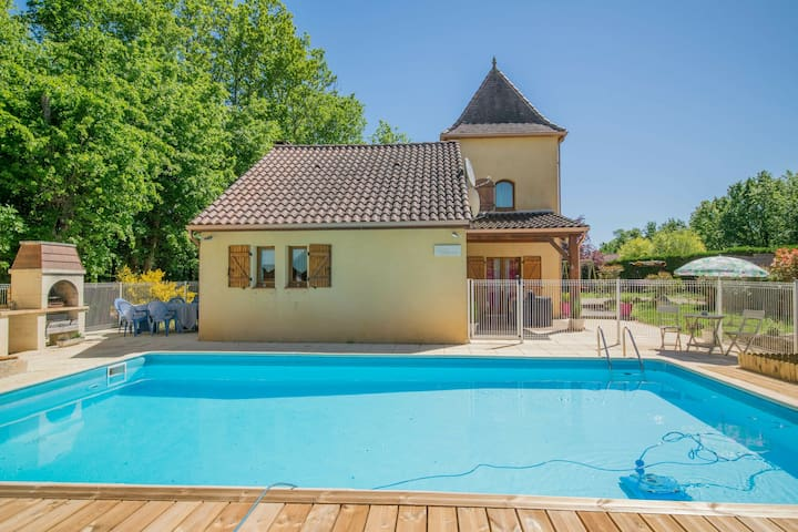 Cozy Villa in Saint-Martin-le-Redon with Private Pool