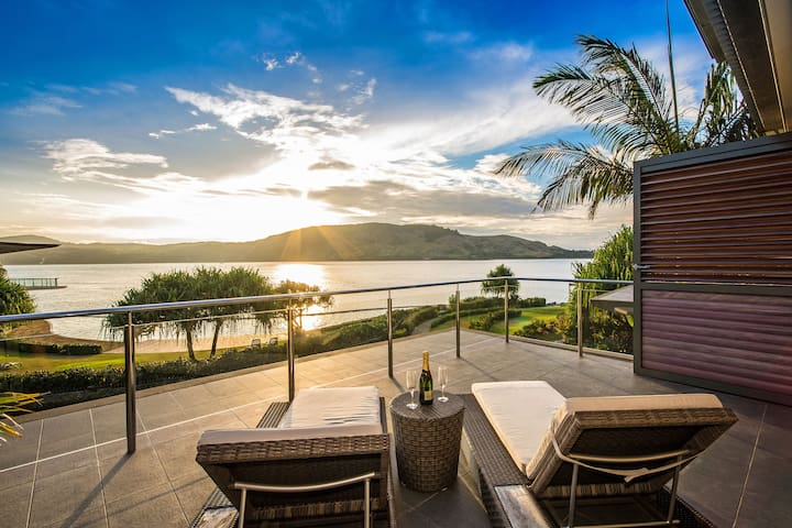 Yacht Club Villa 6 Ocean Front - Whitsundays - House