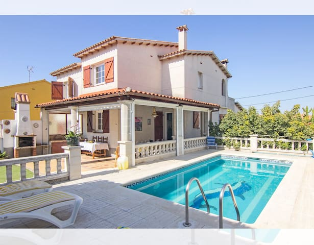 Casa en Sitges con piscina para 8 perso!!! Serra!! - Sitges - บ้าน