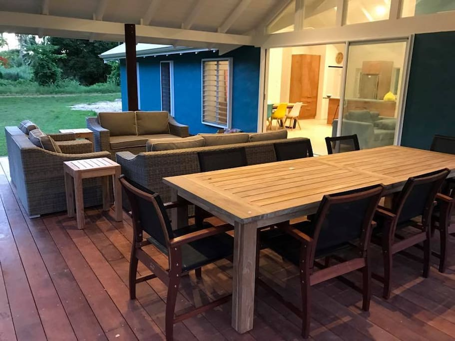 Deck - lots of outdoor seating