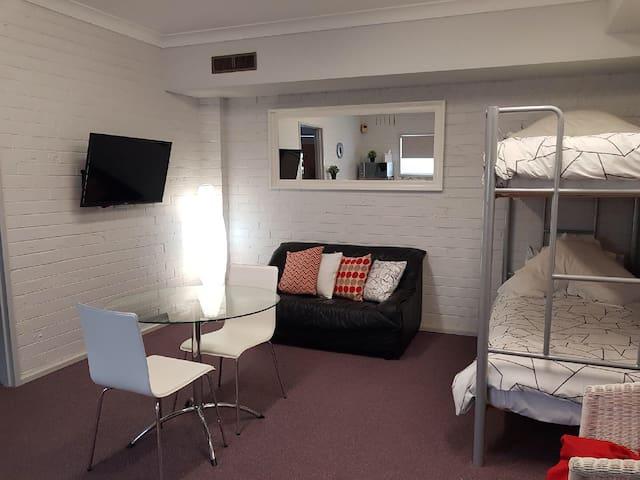 Clean Guest suite in central quiet Doncaster area