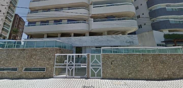 Maravilhoso apartamento em predio frente a praia