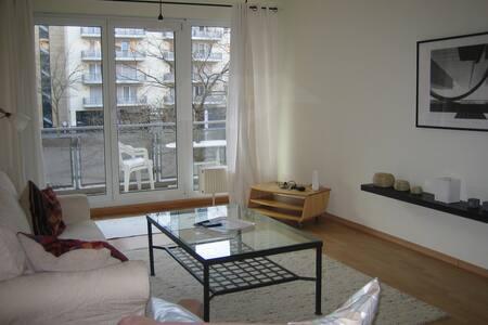 gut gelegene 2-Zimmerwohnung, Messenähe - Frankfurt am Main - Condomínio