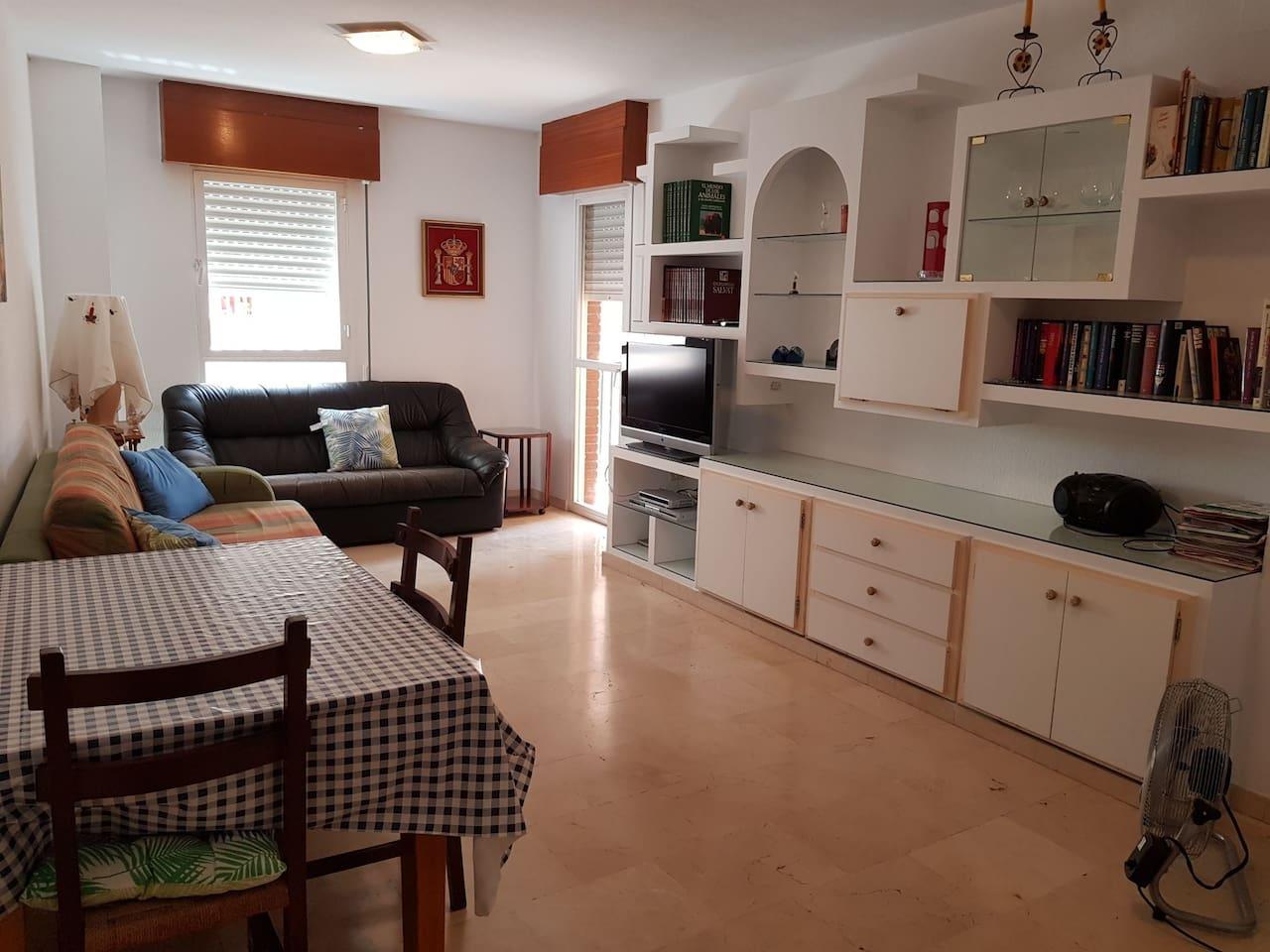 Living room / salón y comedor.