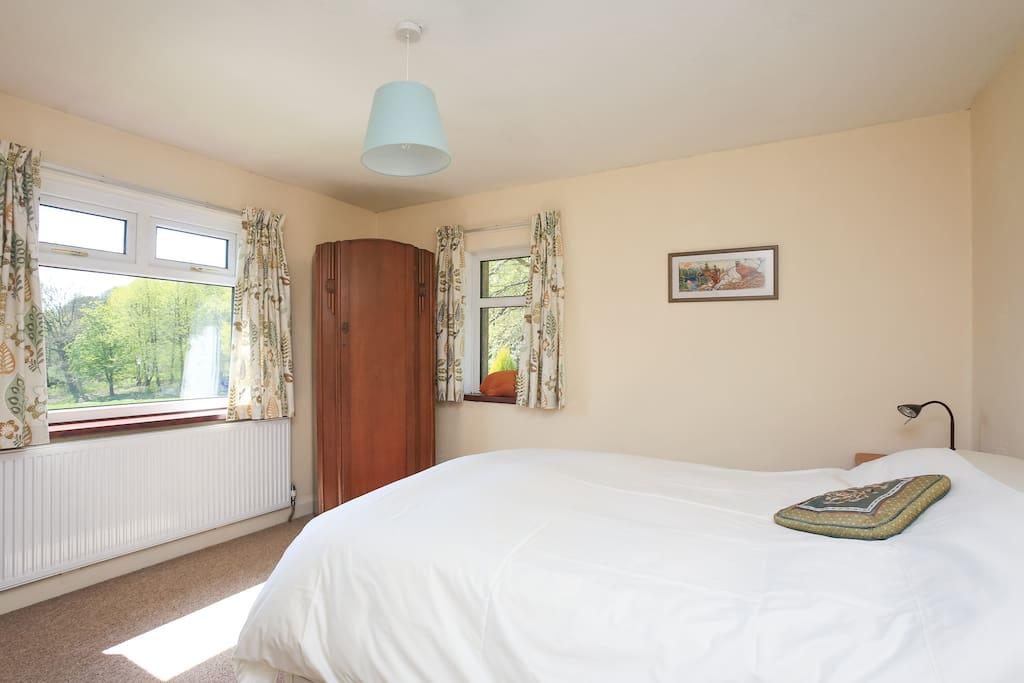 Main double bedroom (bed 1)