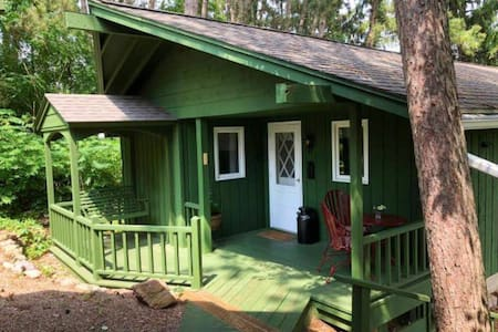 Quaint Guest Cottage close to Devil's Lake