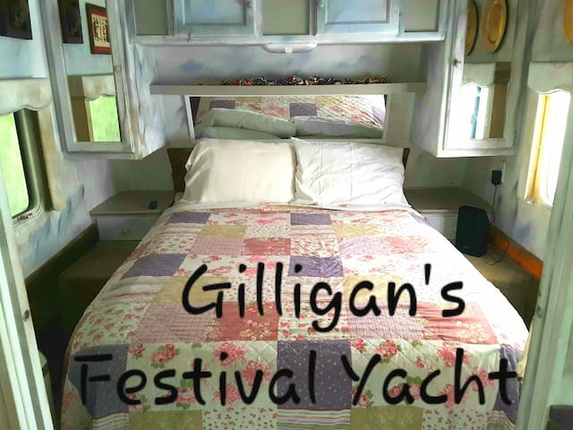 """Glamping Gilligan""- Downtown Land Yacht Oasis"