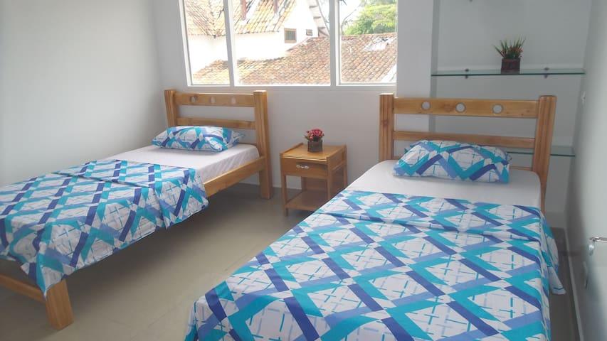 Cama en habitación compartida, dos camas - Villavicencio - Alberg