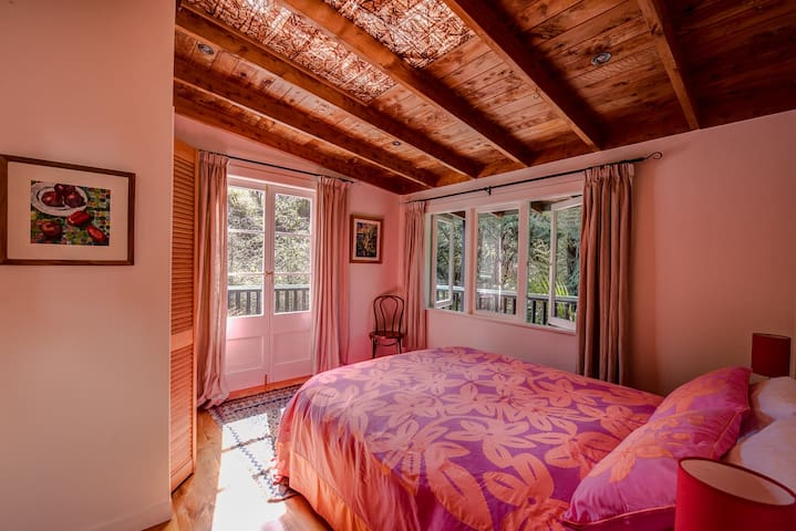 Master bedroom - Moehau Villa