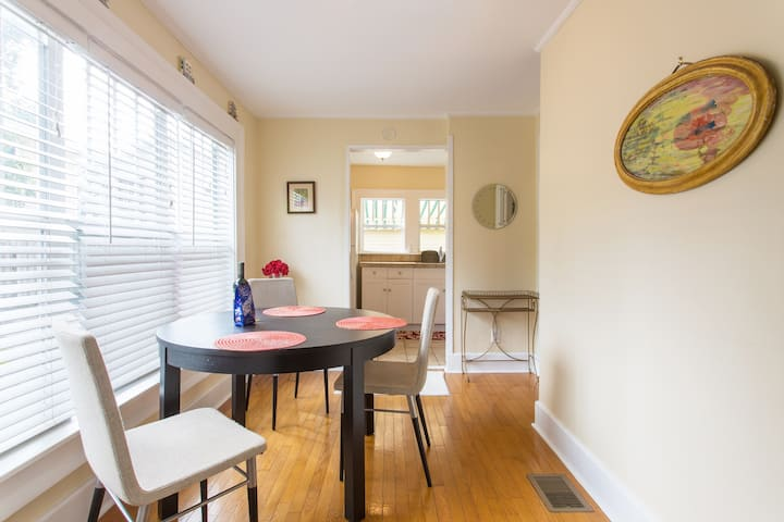Old Northeast, charming and clean 2 bedroom!
