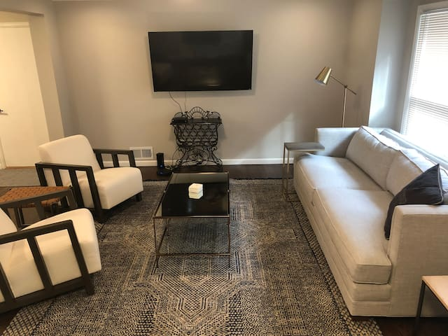 Entire House Newly Renovated in Overland Park