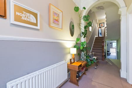 Lovely & clean single room very close to town - Clontarf - House