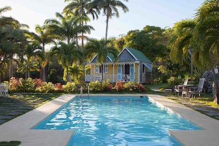 Gingerbread Cottage in Boutique Caribbean Inn - Pond Hill