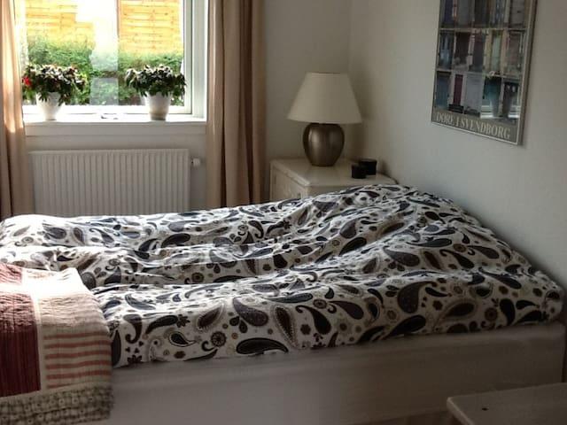Hyggeligt værelse tæt på Svendborg