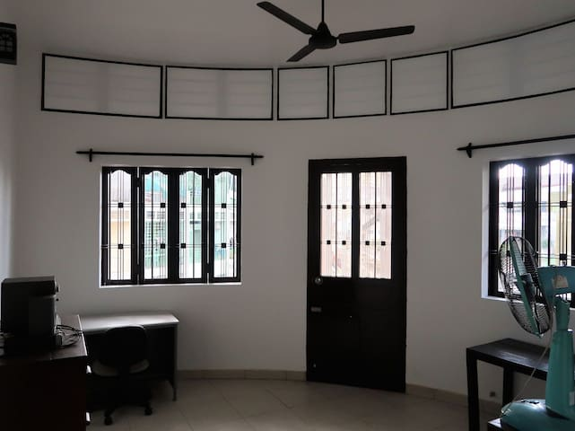 Central renovated apartment (Central market area)