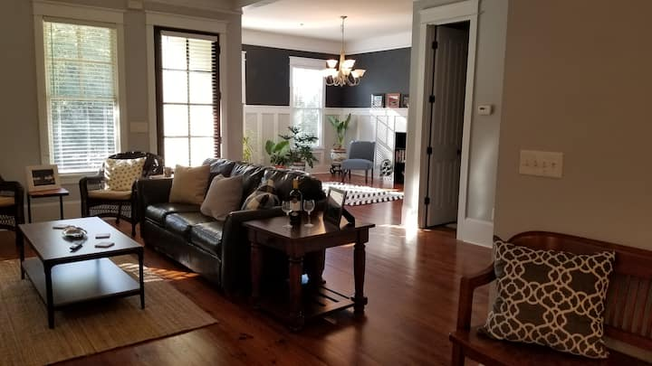 Elegant comfy 3BR/2.5BA Town Home near downtown
