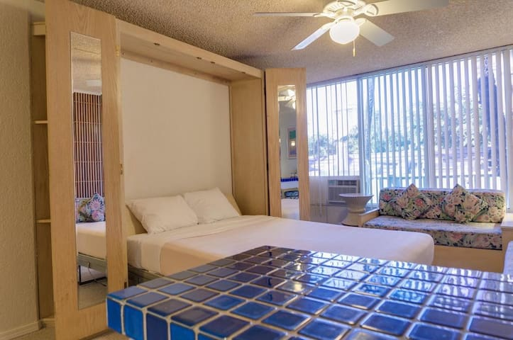Waikiki Studio- Central Location, Adventures Await