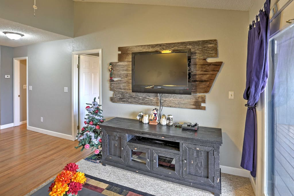 Watch your favorite shows on one of the 3 cable TVs throughout the condo.