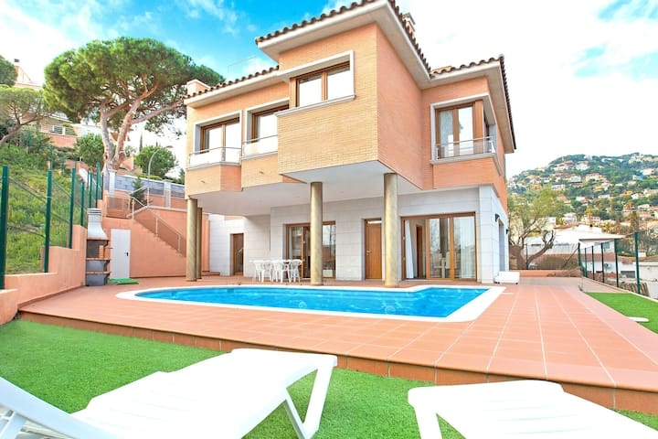 Modern villa with private swimming pool located in Lloret de Mar, 1.5 km from the beach