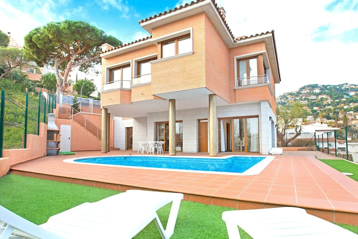 Luxurious Villa in Lloret de Mar with Pool