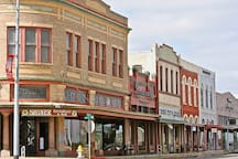 DOWNTOWN SHINER