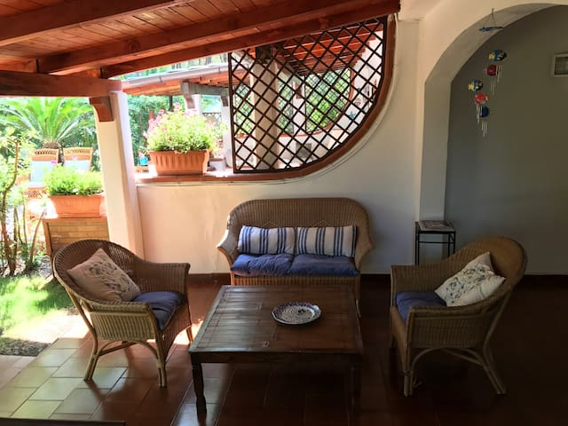Intera Villa a Borgo Pineto