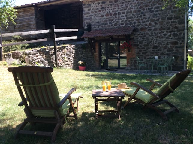 holiday cottage in rural Auvergne - Vissac-Auteyrac - บ้าน
