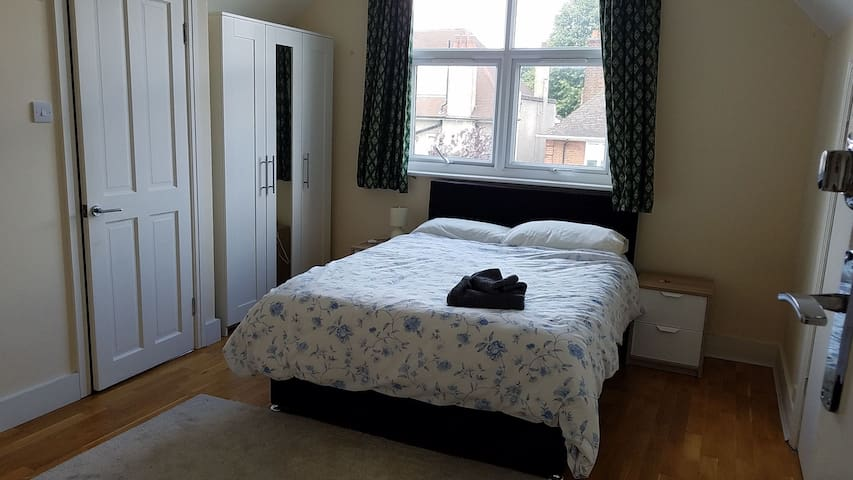 .Ensuite double room in Wimbledon