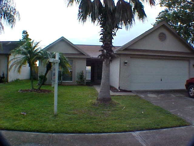 3 Bedroom Home with an Caged Pool.  Pets Welcome - Tampa - Ev