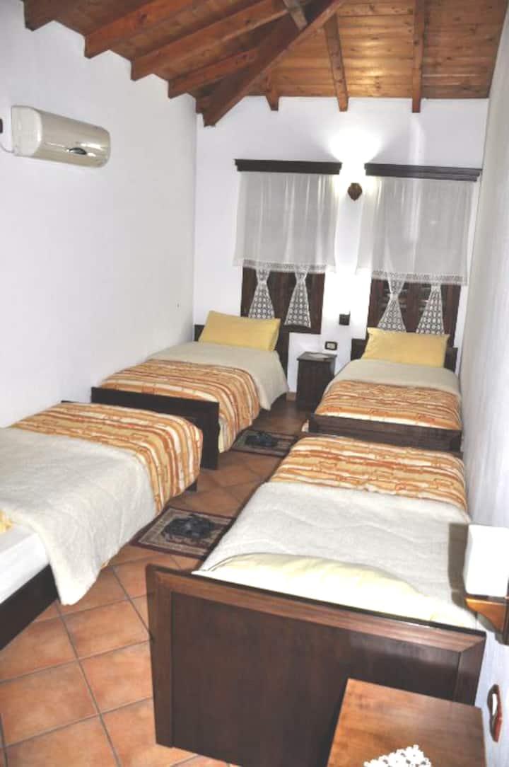 Hotel Guva Mangalem-Qudrupla Room