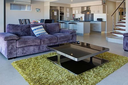 Wave - Luxury Marina Townhouse - Exmouth