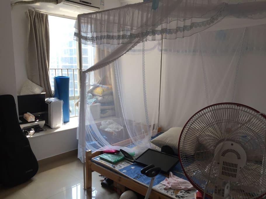 主卧2(带1.5大床、空调、床头柜,衣柜)