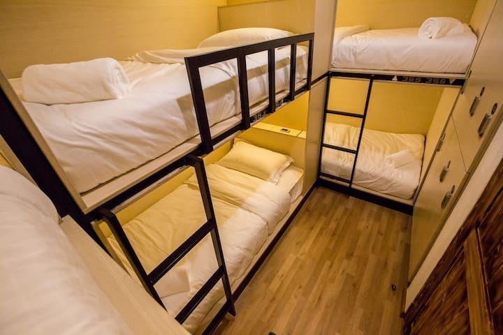 Bed to Bangkok share dorm/5mins to BTS Mochit (N8)