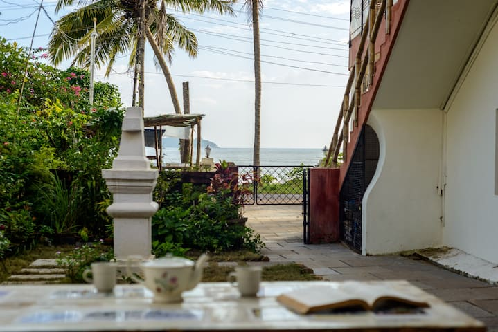 2 rooms with garden & sea: Soul Stay Goa (North)