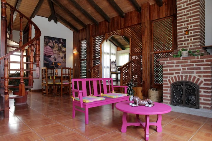 BEAUTIFUL CHALET, VERY COZY AND CENTRIC.