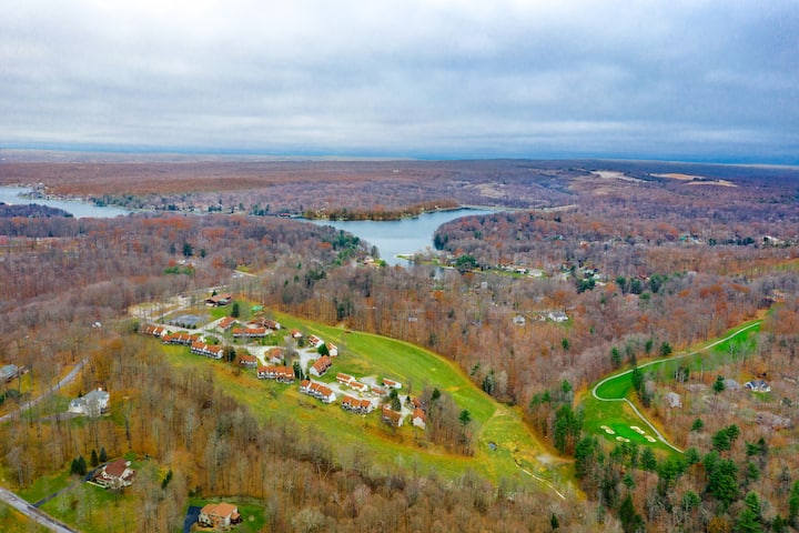 Wolf Run at Treasure Lake Tri-Level 2BR Condo