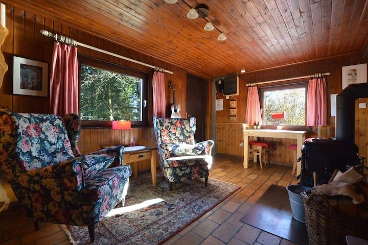 Chalet rustique avec terrasse à Sourbrodt
