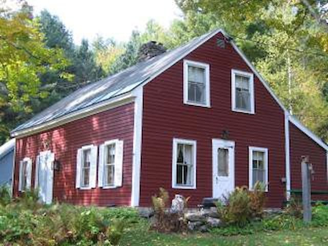 Vermont Mountain Farmhouse with great views - Pittsfield - Huis