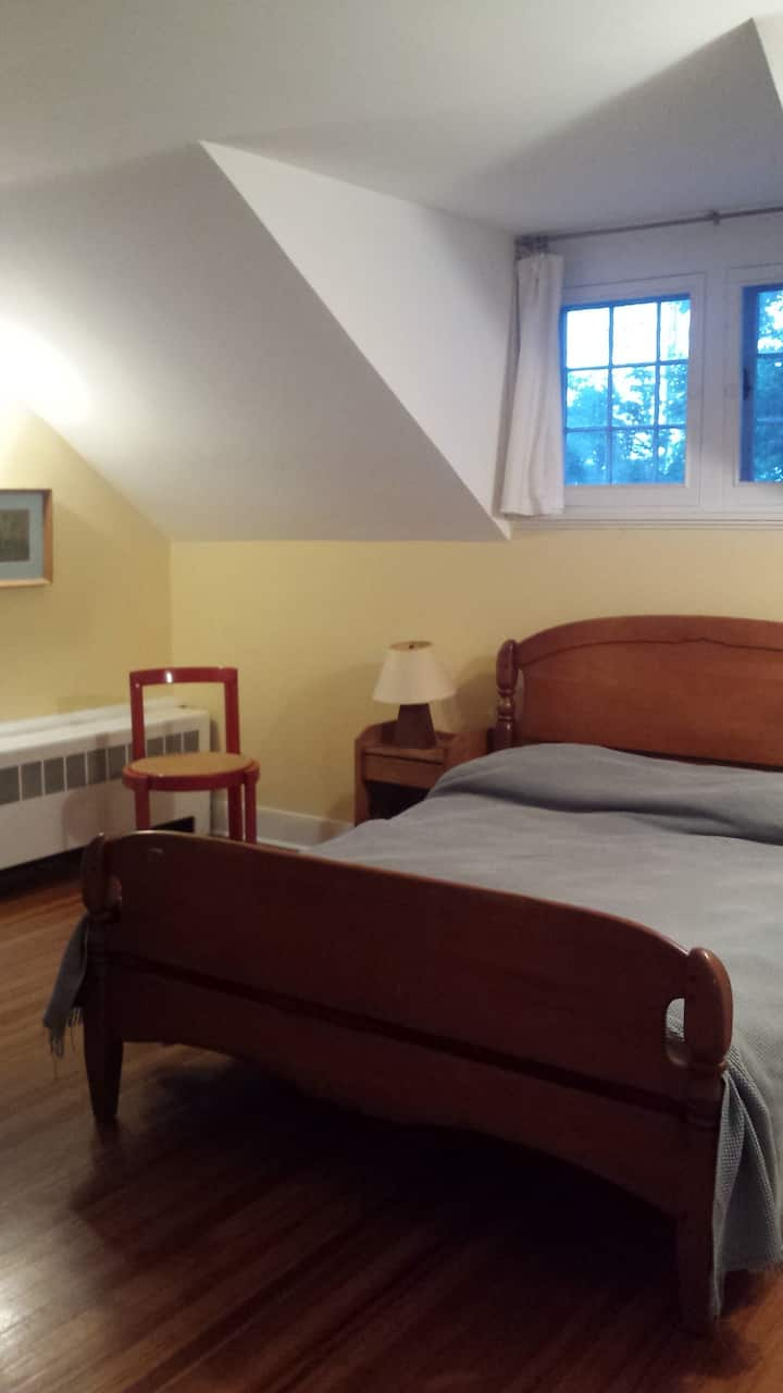 Additional bedroom with db bed available Mem. Wknd