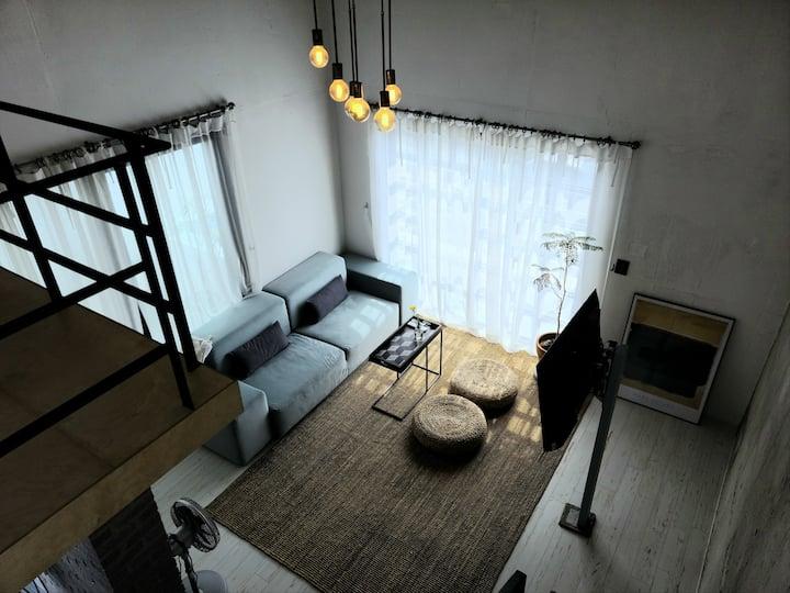 신창윤업사 (the bed) 202호