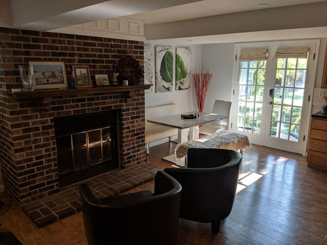 Spacious private suite, 15min to downtown Lincoln