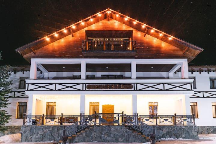 Дизайнерский мини-отель Elbrus Hiloft Hostel - (спальное место в 4х местном номере)