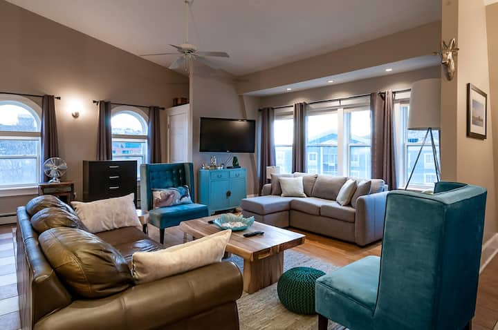 Clean and Comfortable Loft on York