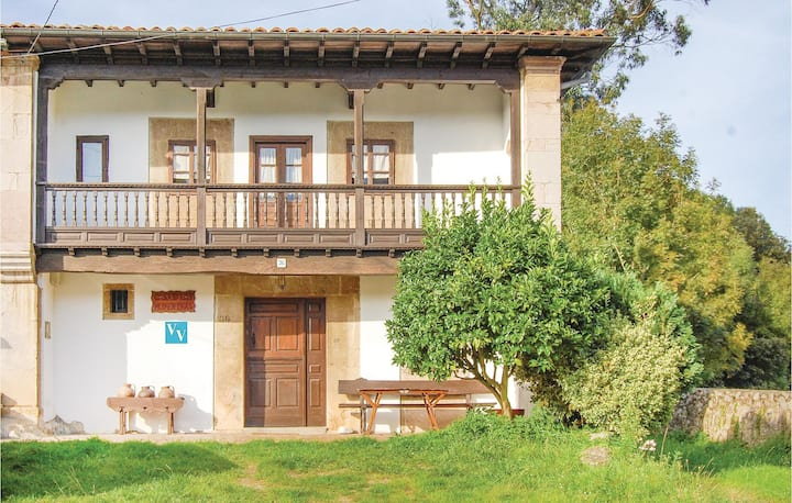 Stunning home in Posada de Llanes with 5 Bedrooms